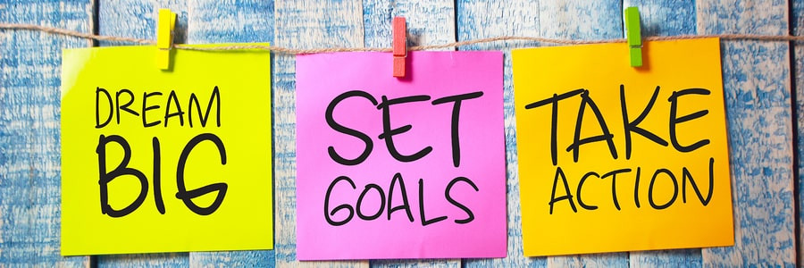 sticky notes that say dream big set goals take action